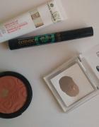 zestaw kosmetyków do makijażu...
