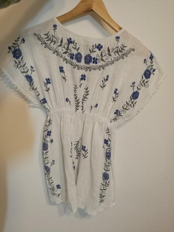 Sukienki i spódniczki Piękna biała sukienka z haftem Zara 140