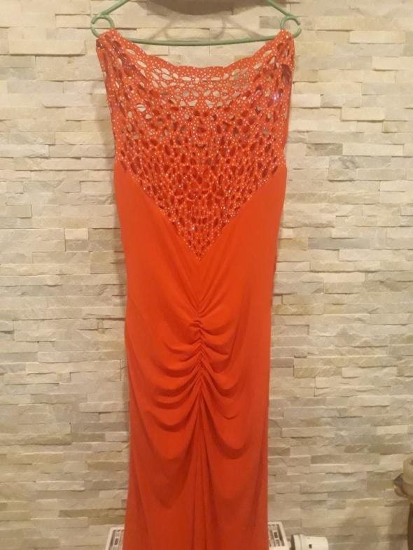 Czerwona dluga suknia...