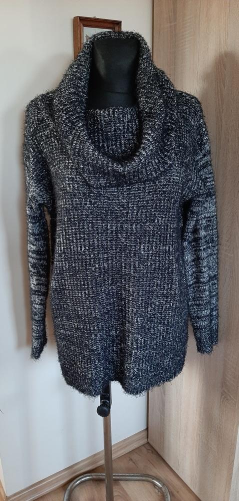 Długi sweter tunika z kominem...