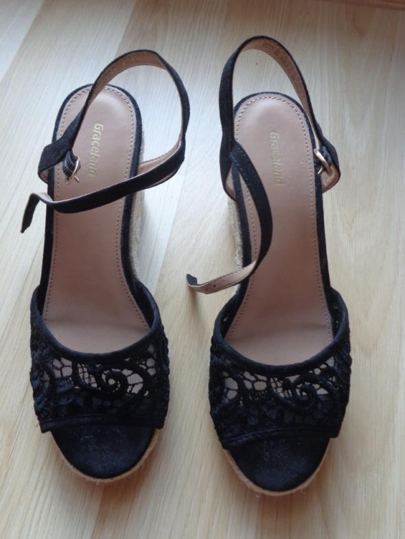 Letnie buty na koturnie...