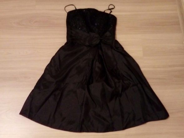Czarna wyjściowa sukienka w rozmiarze S
