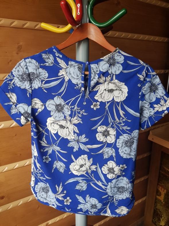 Koszulka w kwiaty hawajskie...