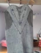 jeansowa sukienka na szelkach...