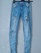 Idealne spodnie rurki z dziurami...