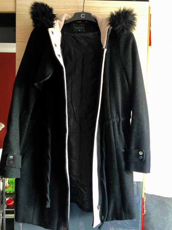 Płaszcz czarny zimowy MOHITO ciepły z kapturem rozmiar 36...