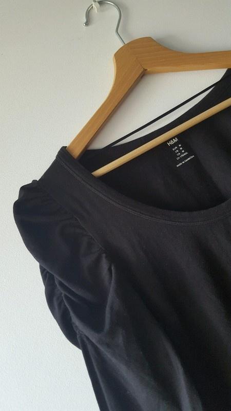 Czarna obcisła sukienka z rękawami z bufkami H&M M
