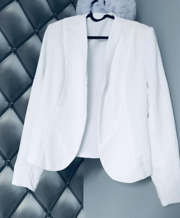 Biała marynarka elegancka 38