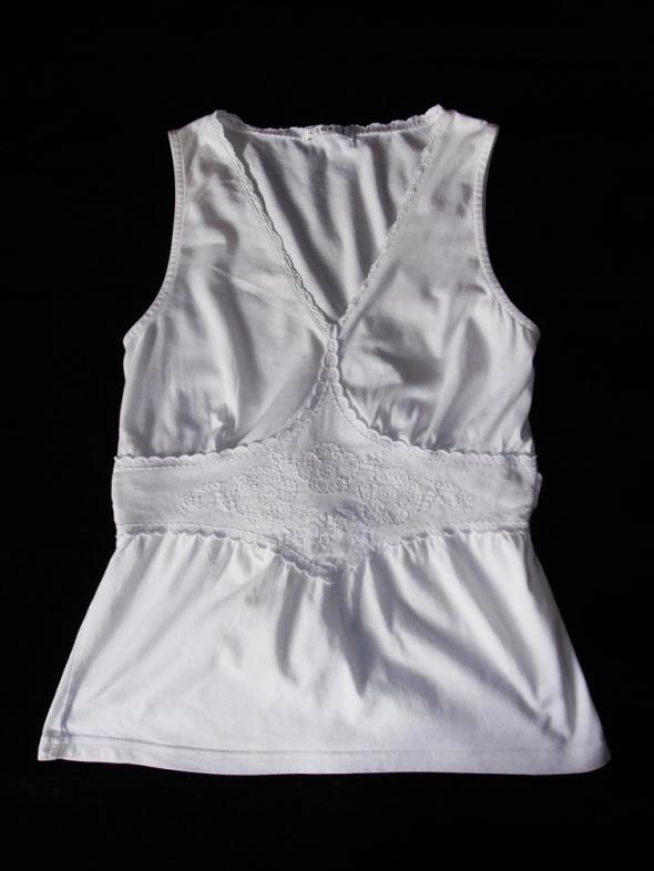 Biała bluzka ozdobny haft w serek George 38...