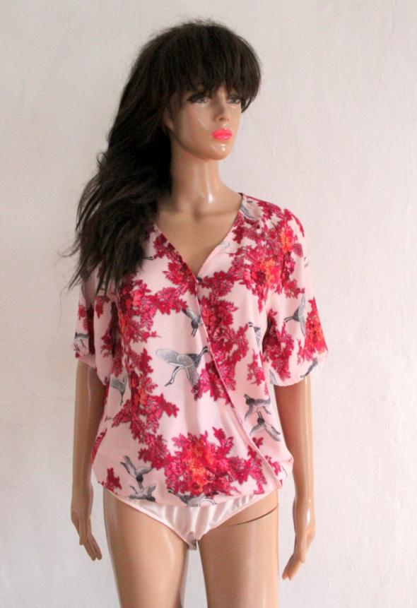 Bluzki Kopertowe koszulowe body w flamingi r M