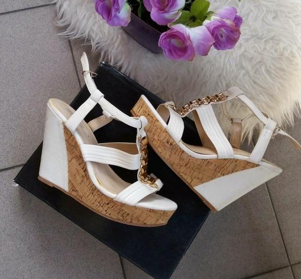 Sandały sandały białe na koturnie korku złote dodatki r 40
