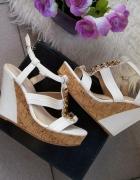 sandały białe na koturnie korku złote dodatki r 40