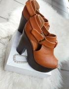 sandały skórzane brązowe na koturnie platformie miodowe Camel r 38