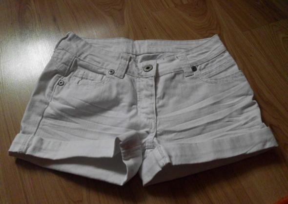 białe szorty spodenki 38 10 M New Look