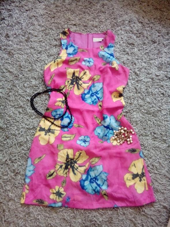 Letnia sukienka w żywych kolorach w rozmiarze Xl