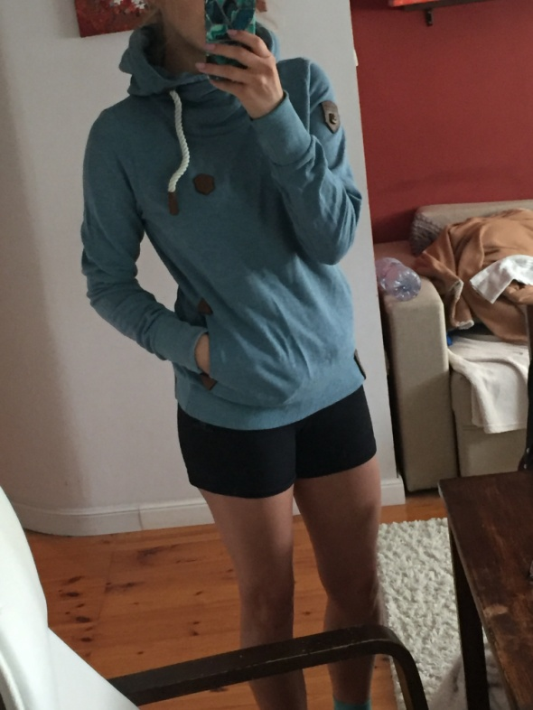 Niebieska bluza kangur NAKETANO rozmiar M38...