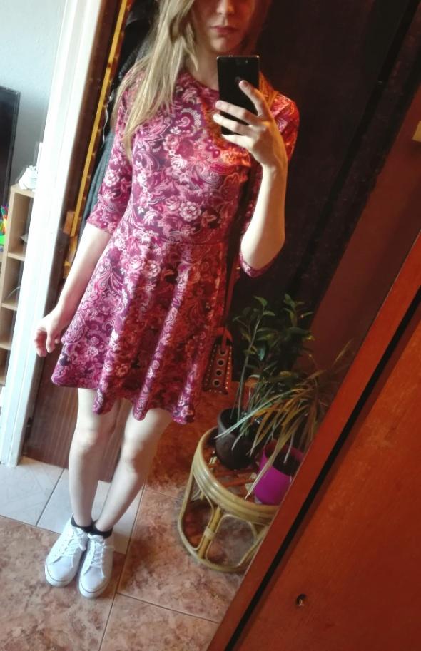 Czerwona sukienka w kwiaty rozmiar 36...
