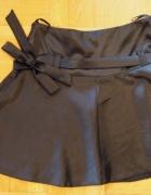 Czarna mini spódnica z kokardką