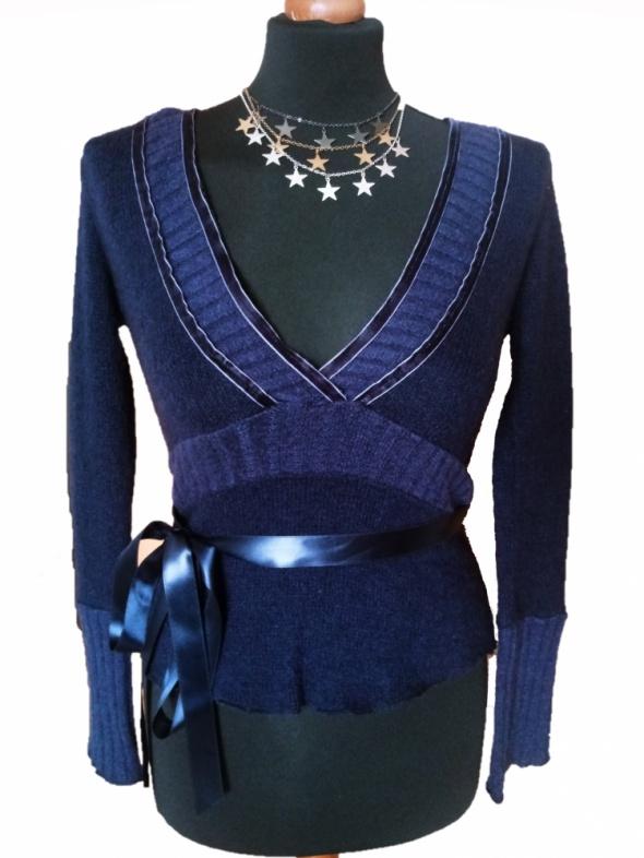 Nowy włoski wełniany sweter głeboki dekolt V granatowy S M super jakość