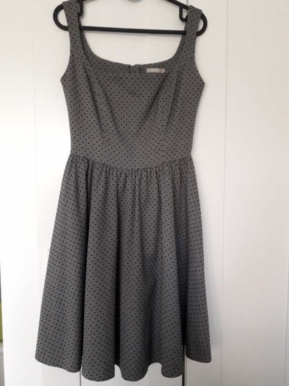 Rozkloszowaba sukienka Orsay...