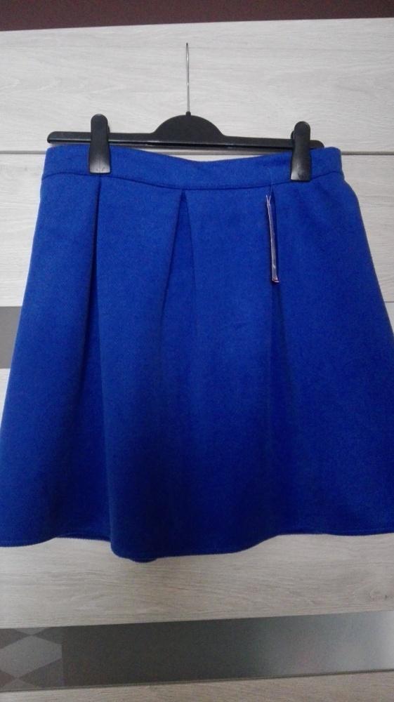 Nowa kobaltowa spódnica