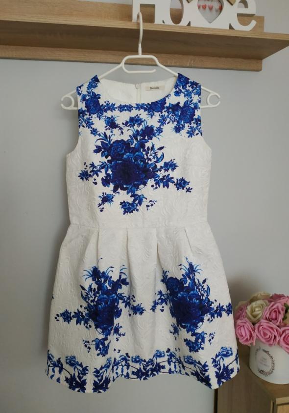 Sukienka biała w kwiaty rozkloszowana S M...