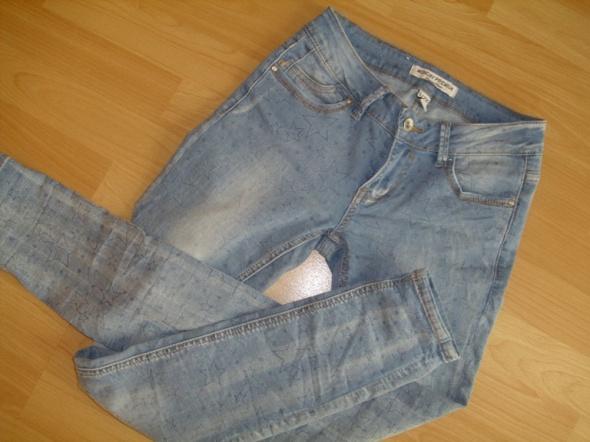 spodnie jeansy z gwiazdami