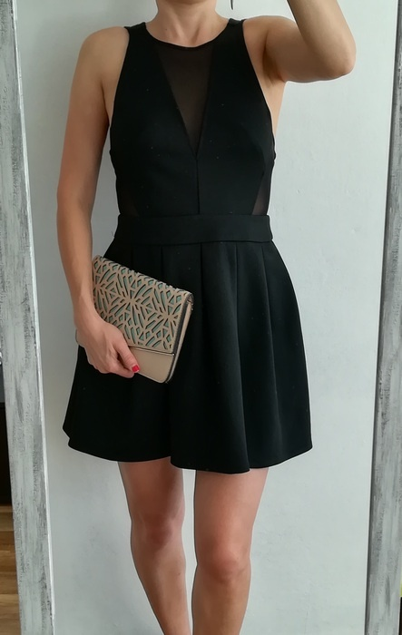 Atmosphere czarna sukienka rozkloszowana siateczka S...