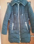 Czarna taliowana kurtka