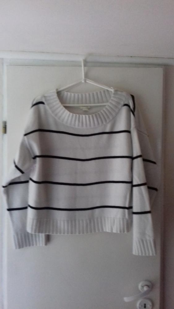 Biały sweterek M 38