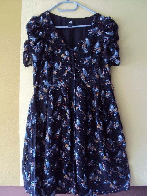 Rozpinana sukienka w ptaszki HiM
