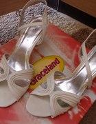 Sandałki na obcasie...