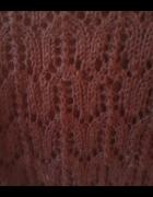 Ręcznie robiony na drutach ażurowy wełniany sweterek z wełny me...