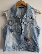 niebieska kamizelka jeansowa z naszywkami...