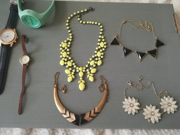 zestaw biżuterii...
