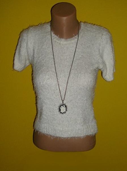 top biały sweterek włochaty elegancki s m