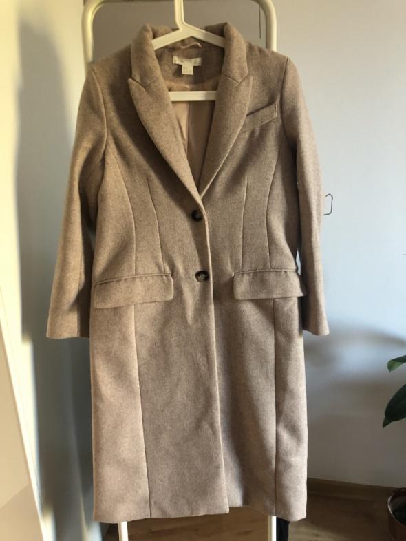 Beżowy płaszcz z domieszką wełny
