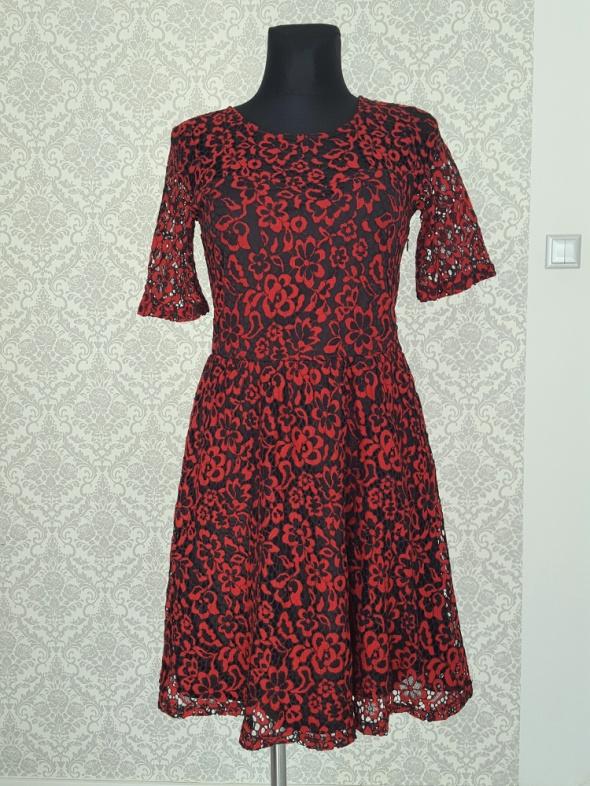 koronkowa czerwono czarna sukienka Vero Moda...