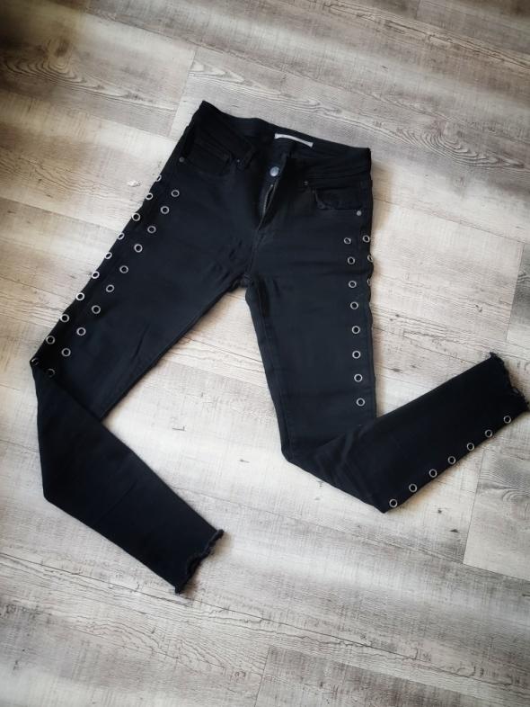 Czarne jeansy z obiciem