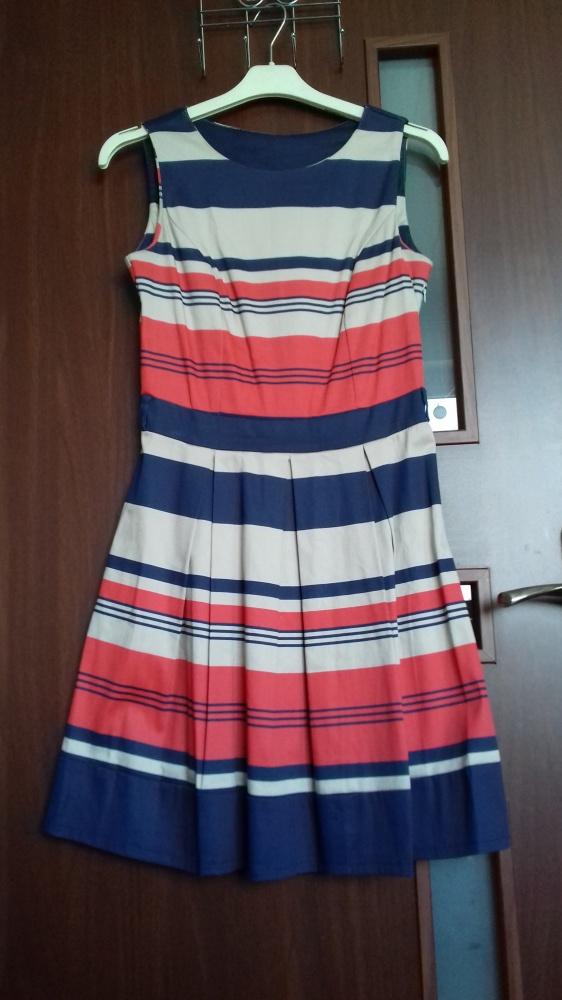 Sukienka w pasy
