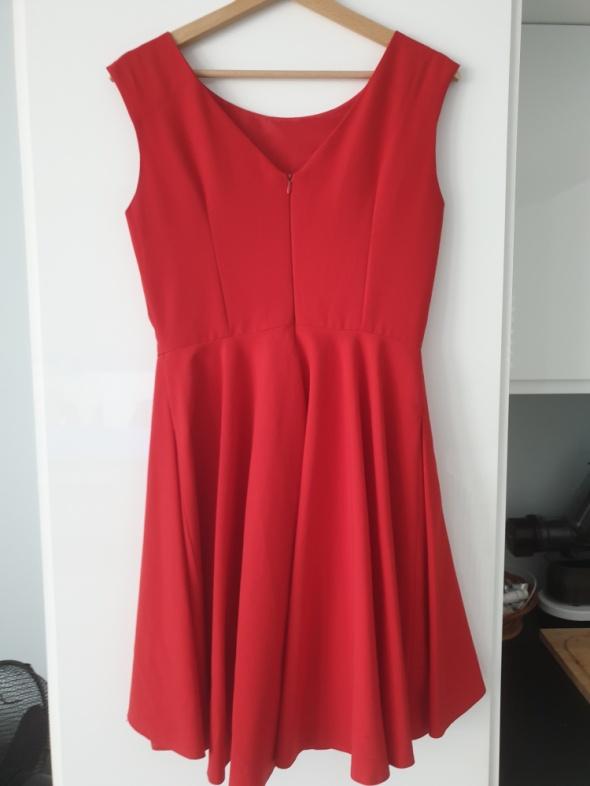 Czerwona sukienka asymetryczna M