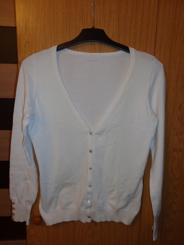Biały rozpinany sweterek