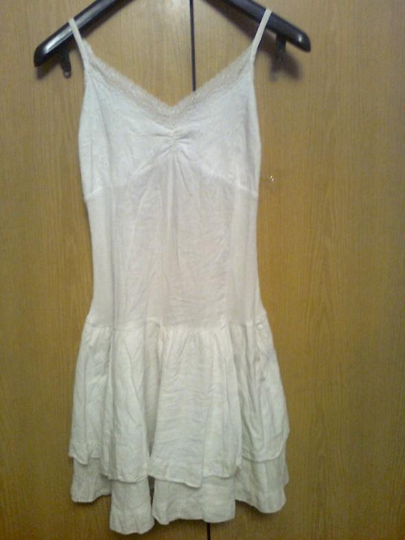 biała letnia sukienka