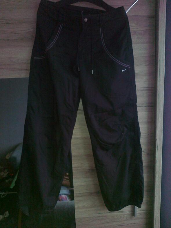 sportowe spodnie nike