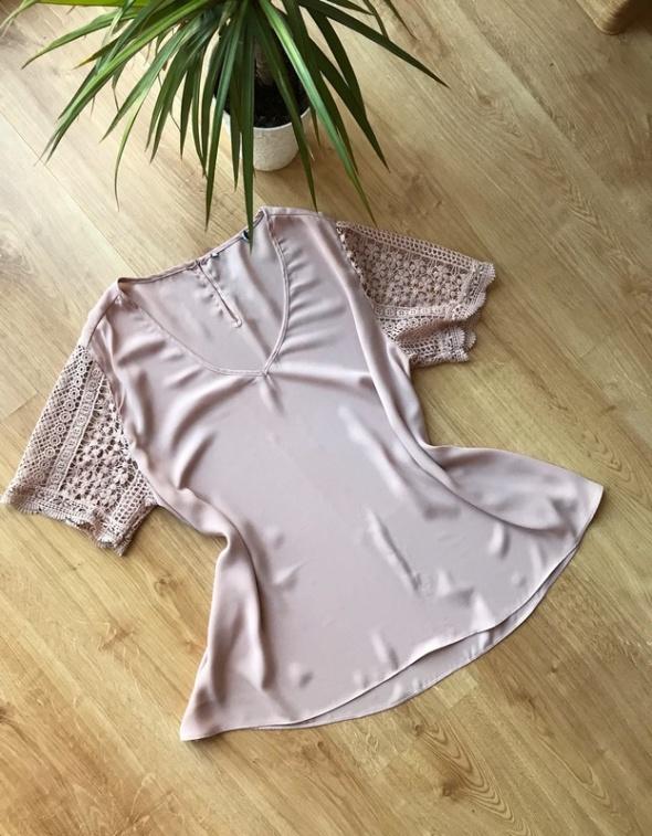 Pudrowa mgiełka bluzka elegancka rękawy gipiura oversize M L