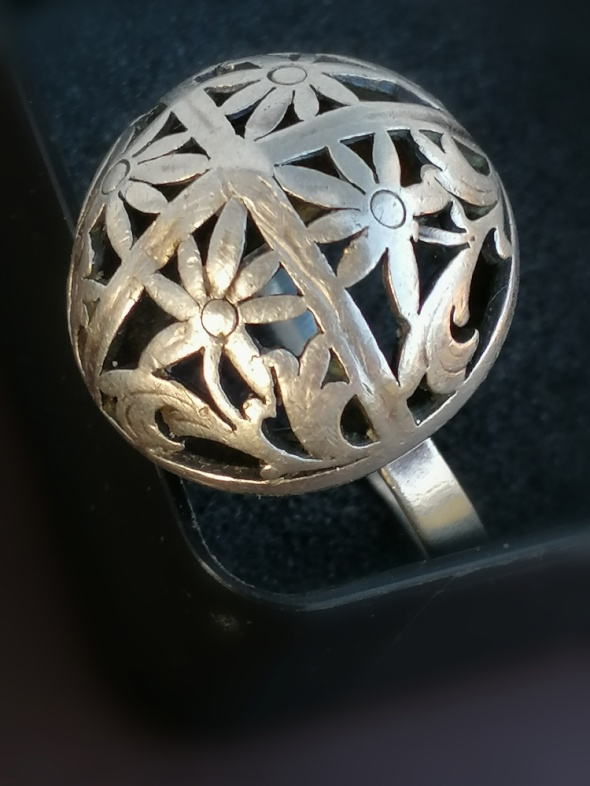 Srebrny pierścionek warmet kopułka szarotka