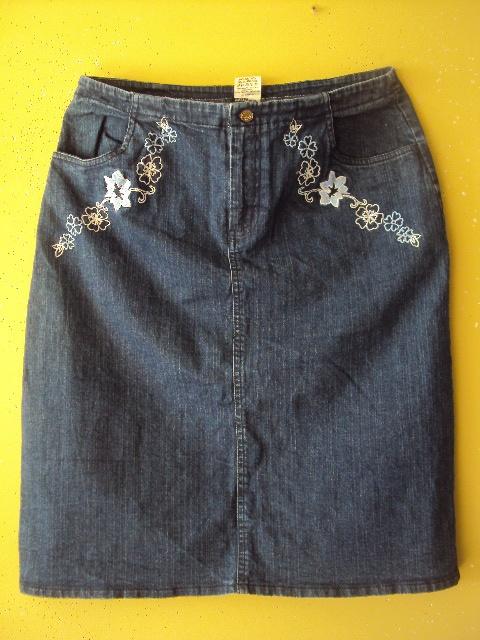 jeansowa spódniczka z haftem