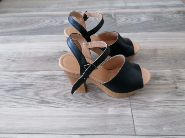 koturny sandały Jenny Fairy CCC 38