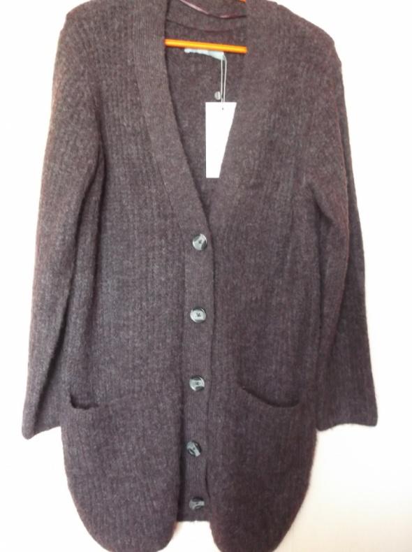 Śliwkowy sweter kardigan B Young M
