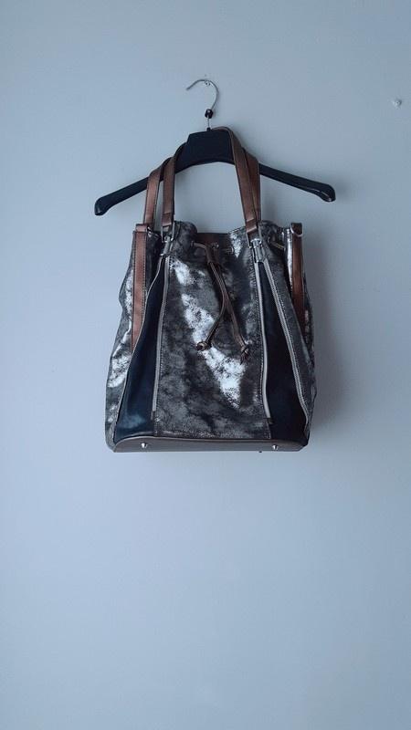 Idealna ciemna świecąca torba...